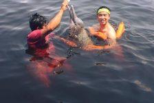 Bơi cùng cá heo tại Amazon