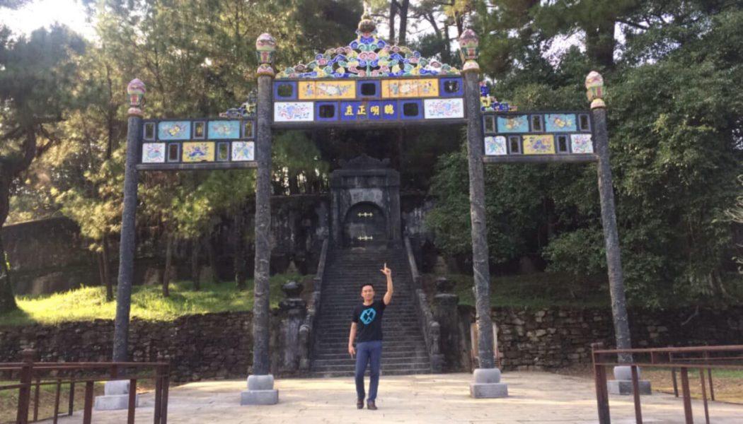 Ghé thăm lăng vua Minh Mạng